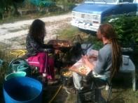 Estelle et David - nettoyage et découpage des pommes