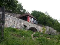 """le jardin est """"dominé"""" par le point d'affichage du Musée Dauphinois (qui est tout prêt)"""