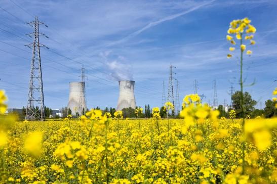 Site nucléaire et solaire du Tricastin et de CruasLa centrale nucléaire de Tricastin, dans la vallée du Rhône, connaîtrait des problèmes au niveau des circuits de refroidissement en cas de pénurie d'eau.