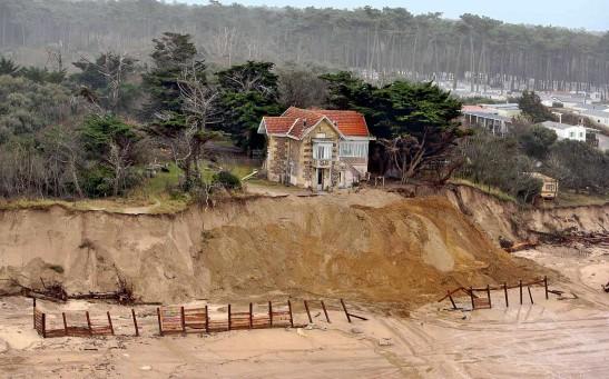 La villa Amélie, à Soulac-sur-Mer (Gironde), est menacée par l'érosion du littoral. Un processus qui risque de s'accélérer avec le réchauffement climatique.